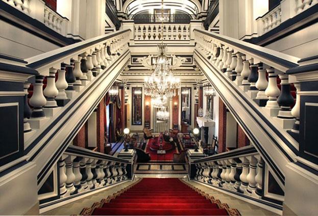 Exceptional villa experiences edge retreats for Chateau hotel paris
